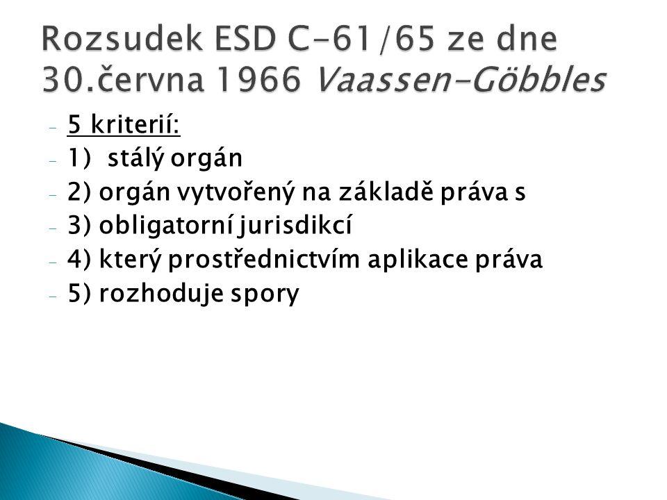 - 5 kriterií: - 1) stálý orgán - 2) orgán vytvořený na základě práva s - 3) obligatorní jurisdikcí - 4) který prostřednictvím aplikace práva - 5) rozh