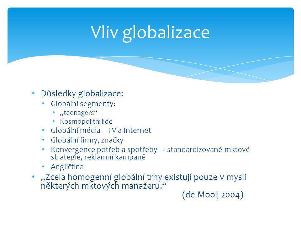 """• Důsledky globalizace: • Globální segmenty: • """"teenagers • Kosmopolitní lidé • Globální média – TV a Internet • Globální firmy, značky • Konvergence potřeb a spotřeby → standardizované mktové strategie, reklamní kampaně • Angličtina • """"Zcela homogenní globální trhy existují pouze v mysli některých mktových manažerů. (de Mooij 2004) Vliv globalizace"""