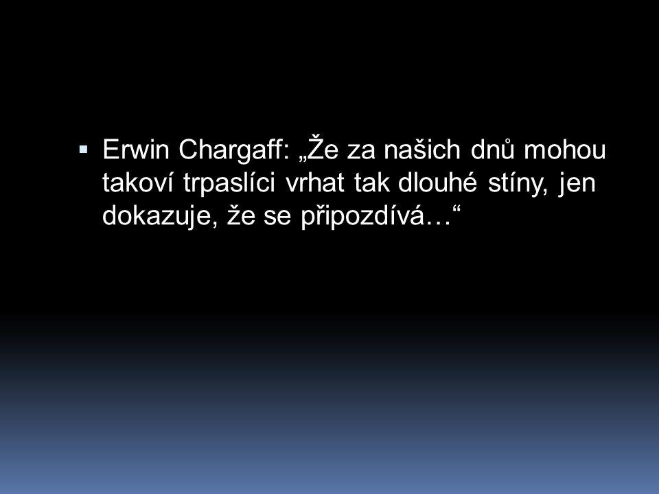 """ Erwin Chargaff: """"Že za našich dnů mohou takoví trpaslíci vrhat tak dlouhé stíny, jen dokazuje, že se připozdívá…"""