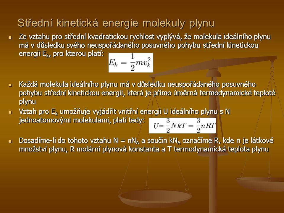 Střední kinetická energie molekuly plynu  Ze vztahu pro střední kvadratickou rychlost vyplývá, že molekula ideálního plynu má v důsledku svého neuspo