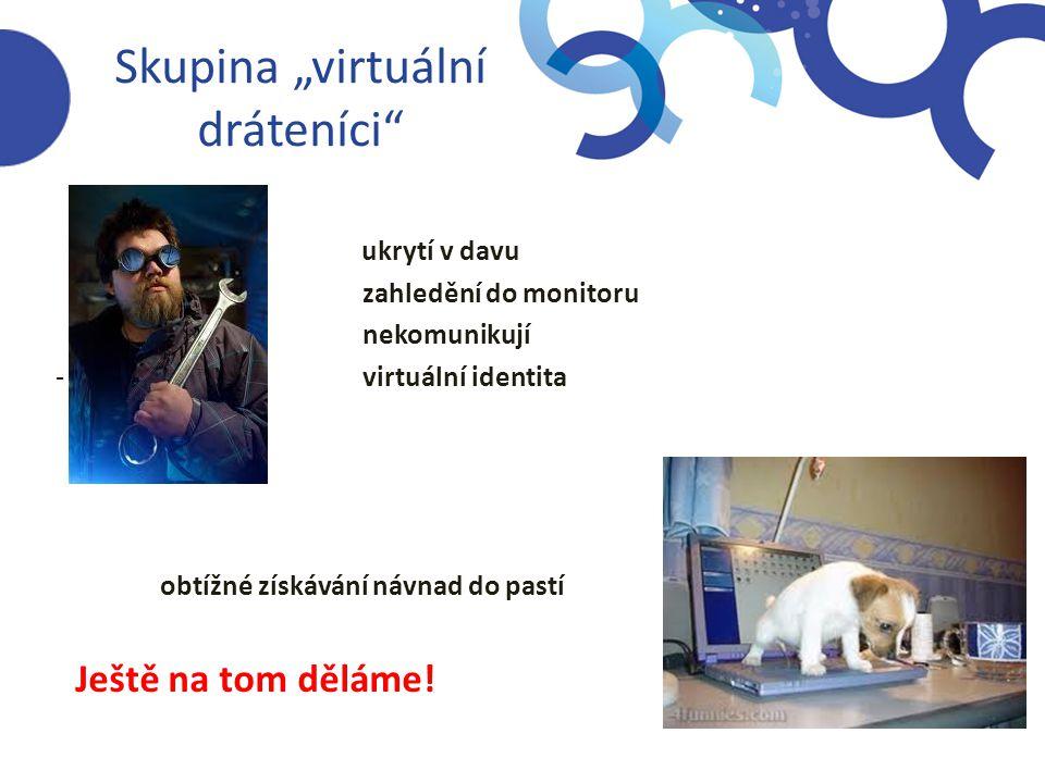 """Skupina """"virtuální dráteníci""""  ukrytí v davu  zahledění do monitoru  nekomunikují - virtuální identita obtížné získávání návnad do pastí Ještě na t"""