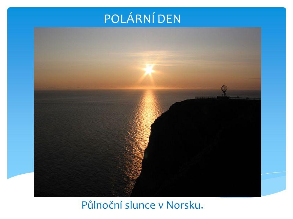 POLÁRNÍ DEN Půlnoční slunce v Norsku.
