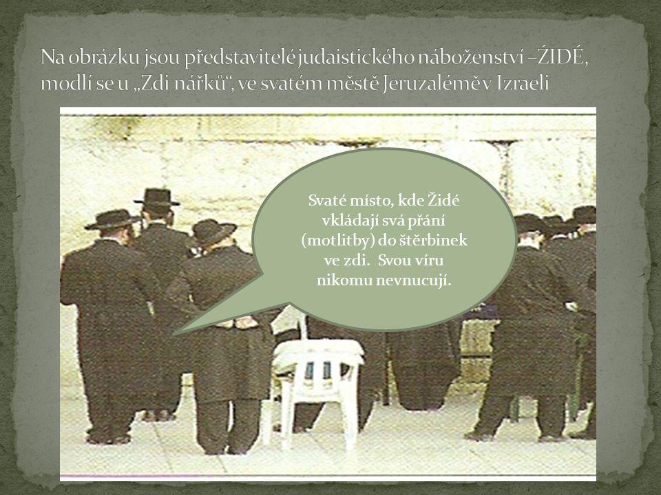 Svaté místo, kde Židé vkládají svá přání (motlitby) do štěrbinek ve zdi. Svou víru nikomu nevnucují.