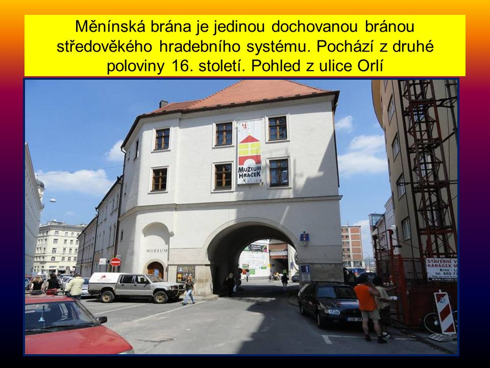 Měnínská brána je jedinou dochovanou bránou středověkého hradebního systému.