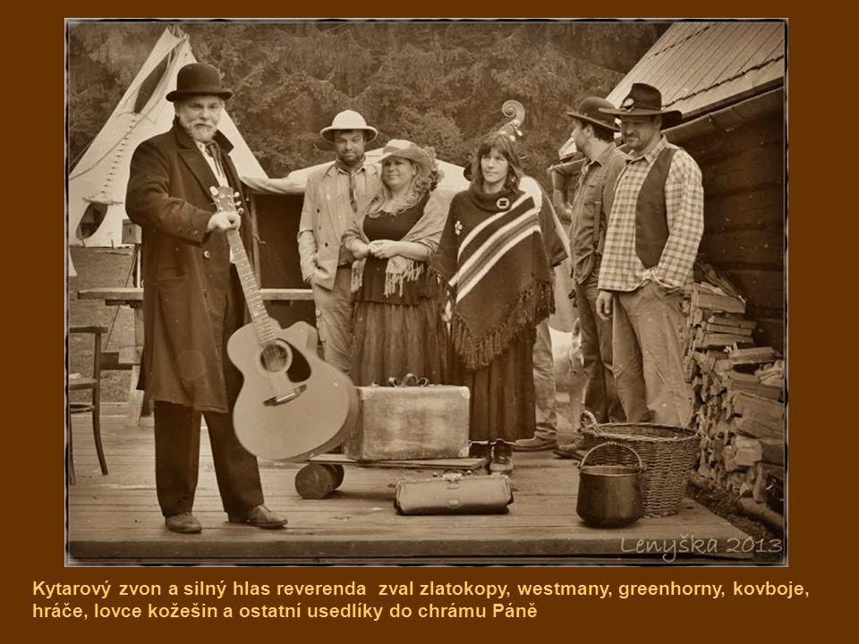 Kytarový zvon a silný hlas reverenda zval zlatokopy, westmany, greenhorny, kovboje, hráče, lovce kožešin a ostatní usedlíky do chrámu Páně