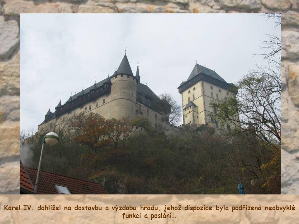 Schodů je na hradě dost a ty vnitřní jsou hodně vysoké.