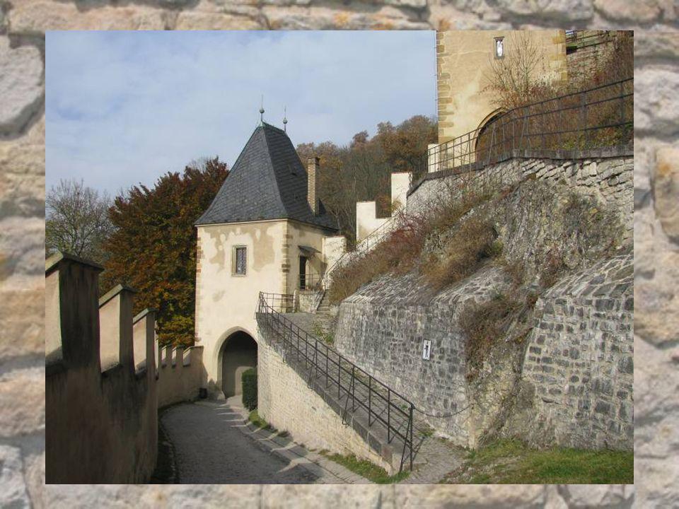 Největší architektonickou pozoruhodností hradu jsou jeho čtyři kaple: kaple sv.