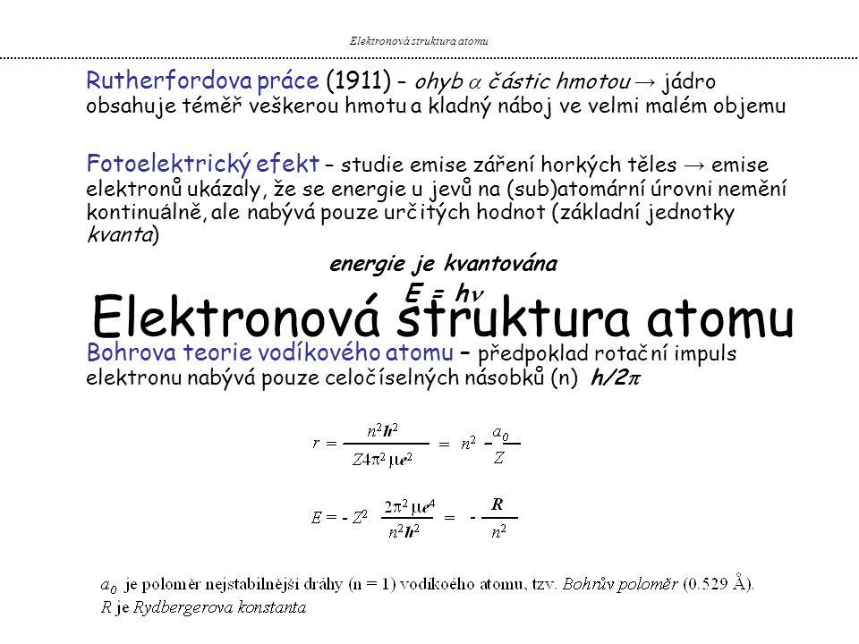 Počátky vlnové mechaniky – na atomární úrovni → zavedení pravděpodobnosti – každý systém (atom, molekula, elektron) v prostoru je popsán vlnovou funkcí (  ) → Vlnová rovnice Ĥ  = E  kde Ĥ popisuje celkovou energii systému, E číselná hodnota této energie E = E K + E p Bohrův model vodíkového atomu – těžké jádro se nepohybuje E K = ½ mv 2 (kin.