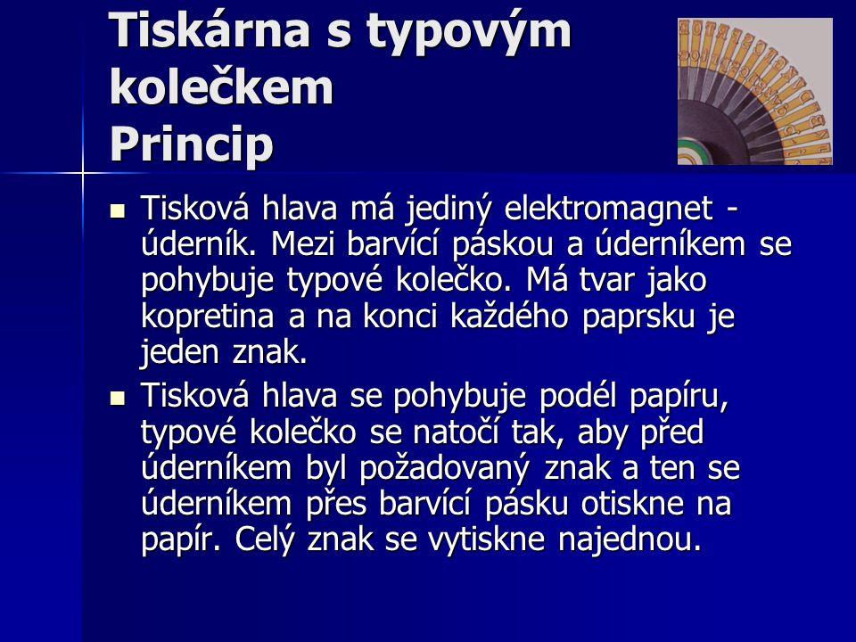 Tiskárna s typovým kolečkem Princip  Tisková hlava má jediný elektromagnet - úderník. Mezi barvící páskou a úderníkem se pohybuje typové kolečko. Má