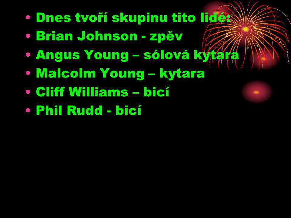 •Dnes tvoří skupinu tito lidé: •Brian Johnson - zpěv •Angus Young – sólová kytara •Malcolm Young – kytara •Cliff Williams – bicí •Phil Rudd - bicí