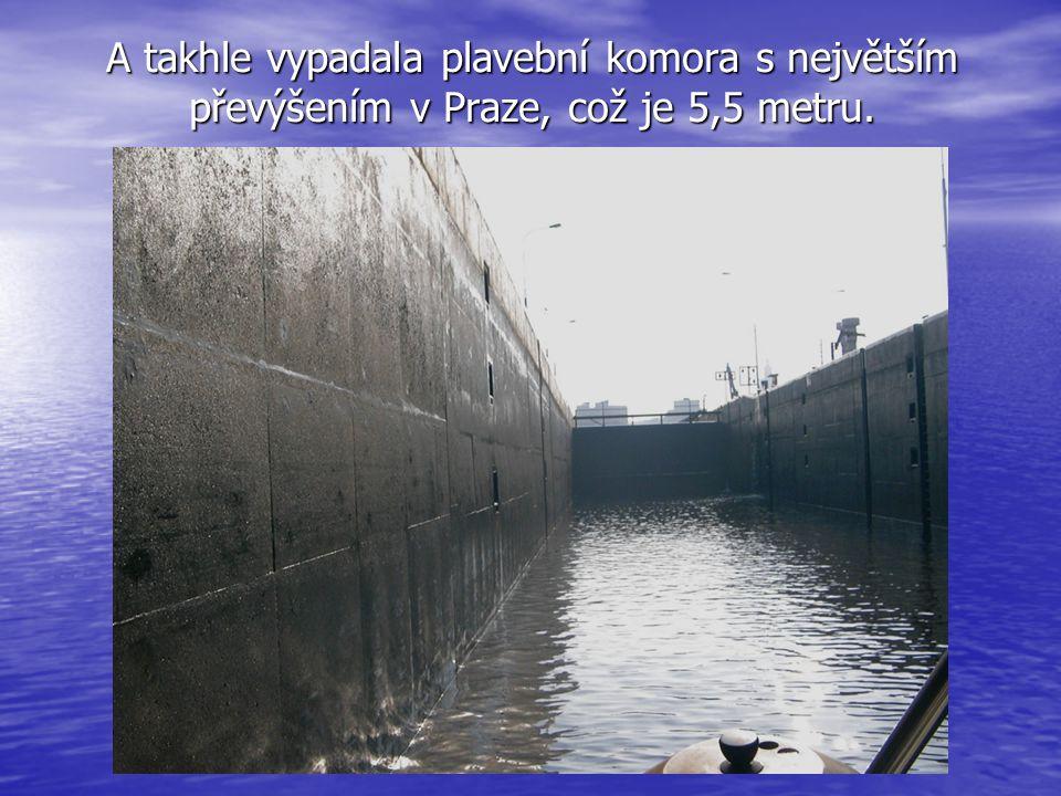 A takhle vypadala plavební komora s největším převýšením v Praze, což je 5,5 metru.