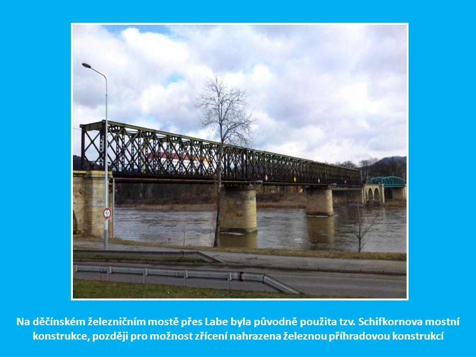 Než vjedeme na most přes Labe, míjíme býv. stavědlo 15, kde bylo až do 80. let minulého století v provozu čtyřřadové elektrodynamické stavědlo Siemens