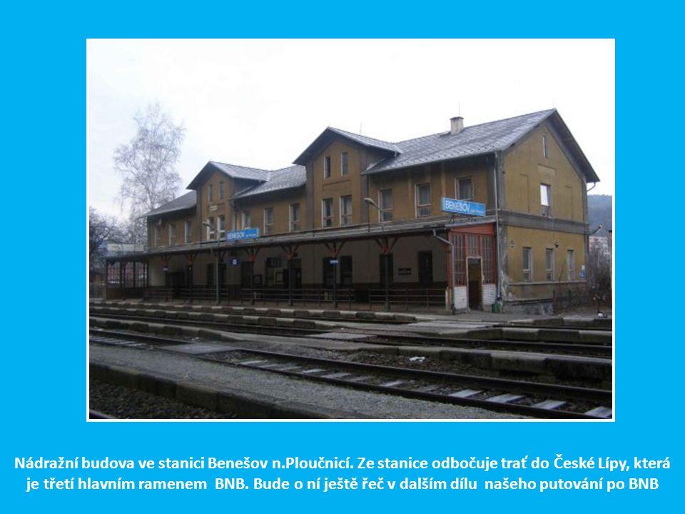 Po výjezdu z Děčína východ překračuje Česká Severní dráha řeku Ploučnici