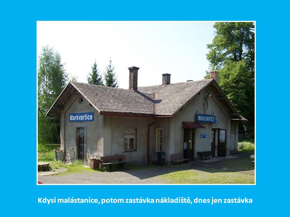 Za stanicí v Benešově n. Ploučnicí překračuje trať po příhradovém mostě s horním obloukem řeku Ploučnici a ubíhá k České Kamenici