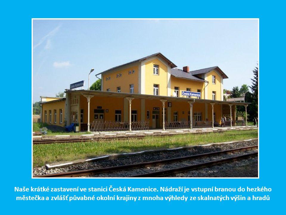 Naše krátké zastavení ve stanici Česká Kamenice. Nádraží je vstupní branou do hezkého městečka a zvlášť půvabné okolní krajiny z mnoha výhledy ze skal