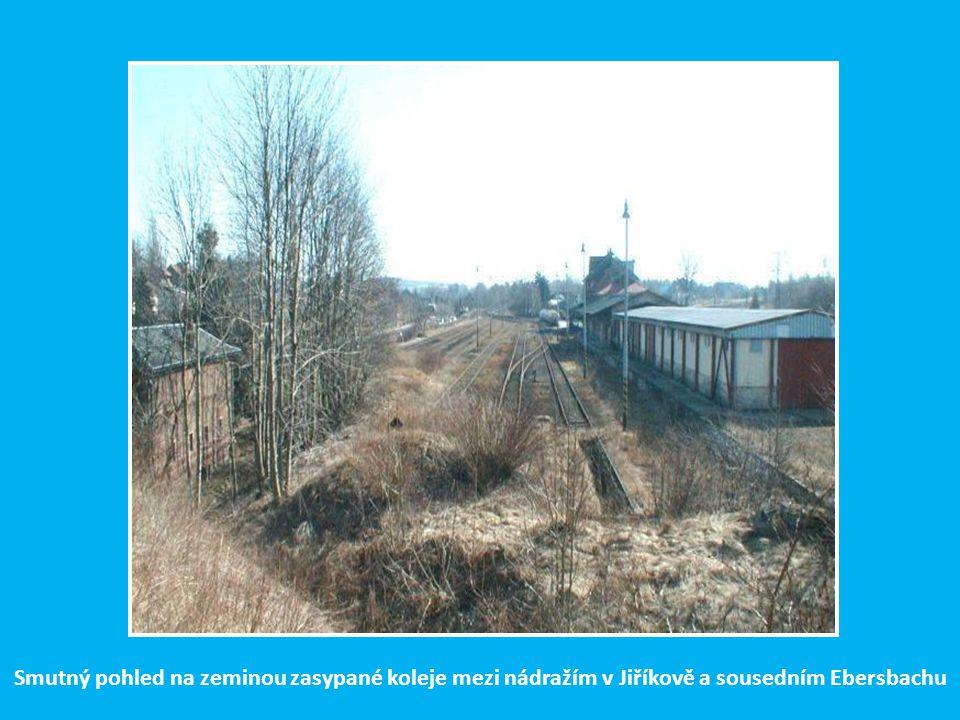Z Rumburka si ještě motoráčkem zajedeme do 7 km vzdálené další bývalé přechodové stanice Jiříkov. Hraniční přechod mezi Jiříkovem a sousedním Ebersbac