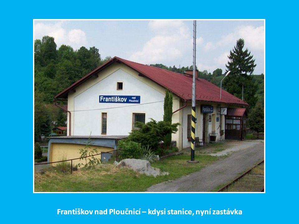 Před Františkovem překračuje trať řeku Ploučnici a noří se do tunelu (d=363 m)