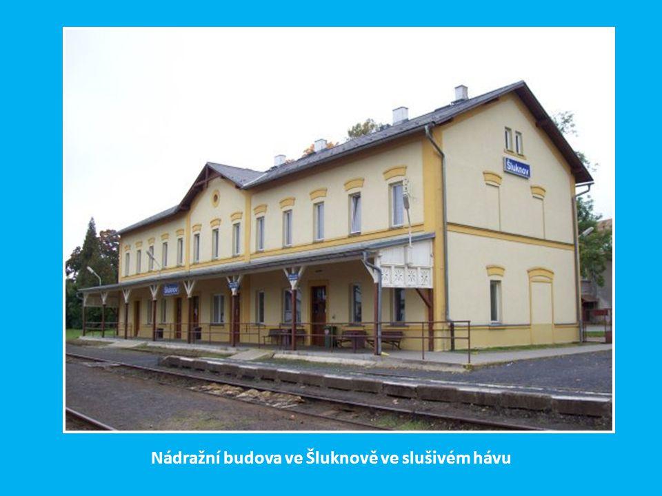 Trať Rumburk-Mikulášovice dol.n. - Dolní Poustevna byla zprovozněna ve třech etapách: z Rumburka do Šluknova v r. 1873, ze Šluknova do Mikulášovic dol