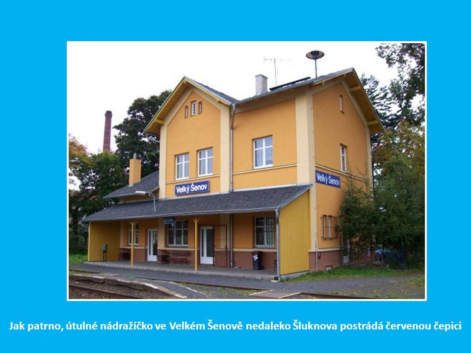 Nádražní budova ve Šluknově ve slušivém hávu