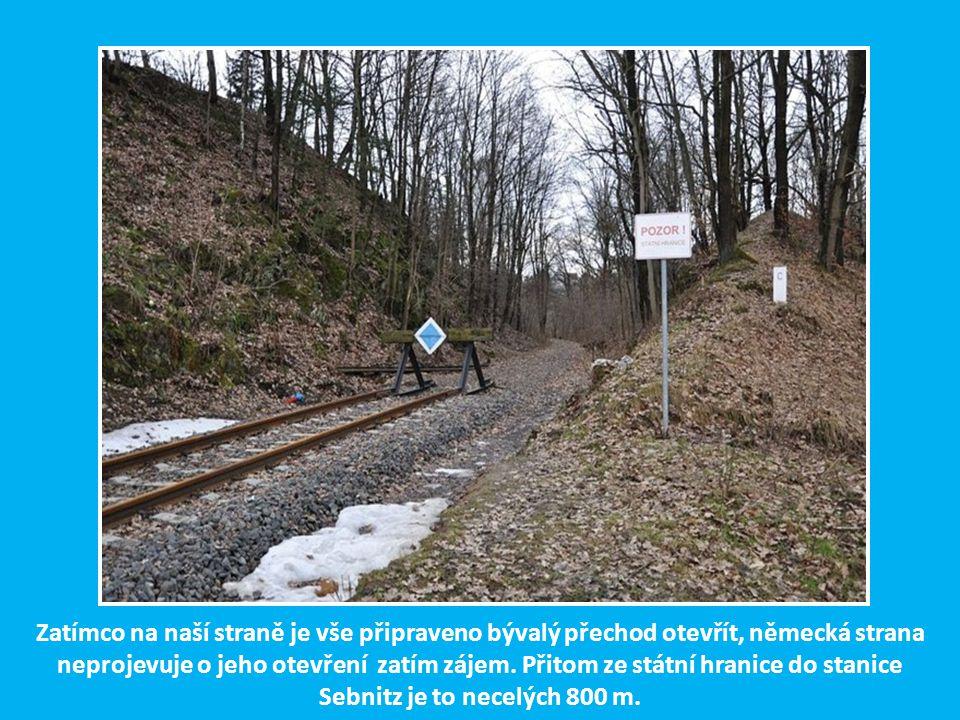 Asi 300 m od nádražní budovy v Dolní Poustevně končí výtažná kolej směřující na ke státní hranici s Německem, která se nachází jen několik desítek met