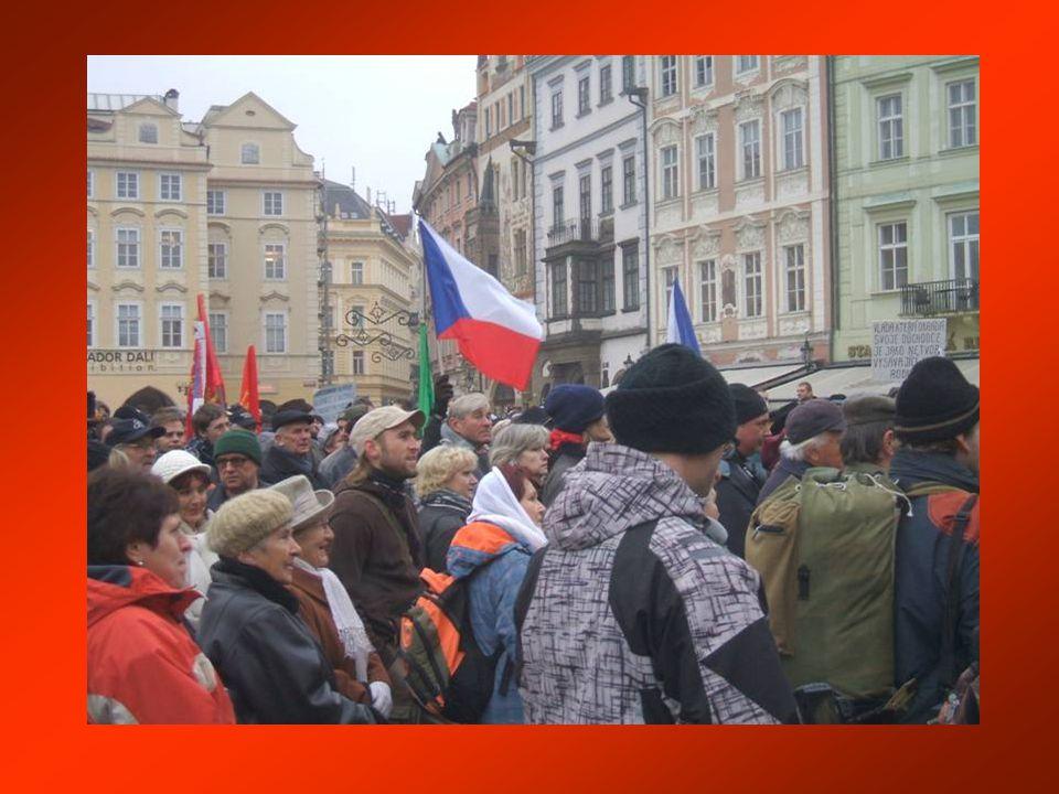 Studentský happening u zdi Staroměstské radnice