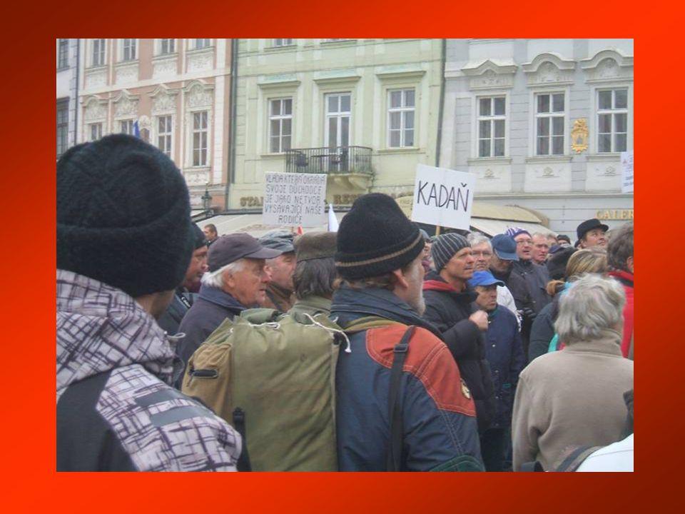 Praha, České noviny 17.11.2011 - Na Václavském náměstí se dnes odpoledne konala demonstrace iniciativy ProAlt a dalších občanských hnutí proti podobě