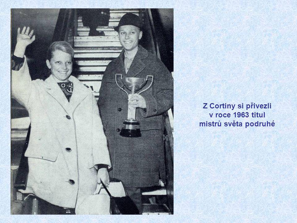 Mistři světa 1962 při závěrečné exhibici. Zleva sourozenci Jelínkovi (Kanada), sourozenci Romanovi, Sjouke Dijkstrová (Holandsko), Donald Jackson (Kan