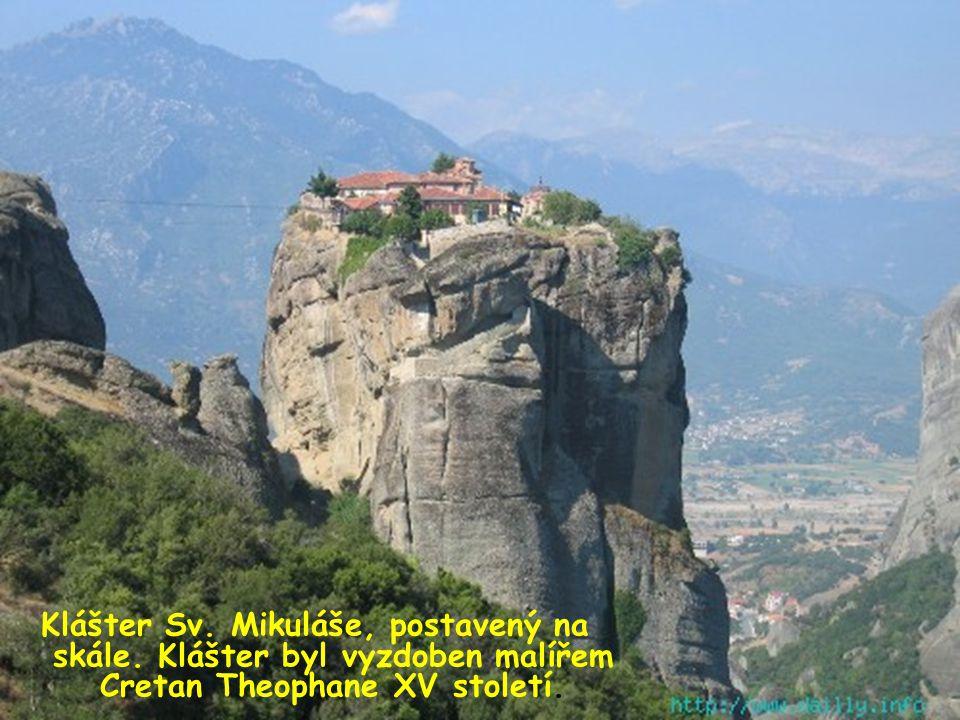 . Ženský klášter ROUSSANOU.