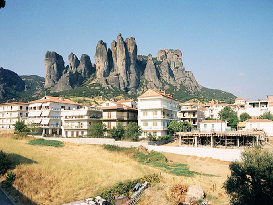 KALAMBAKA Městečko nacházející se pod skalními útvary Meteora v místě kde se řeka Pinios vlévá do krásné thesalské nížiny.