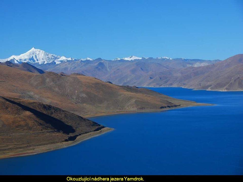 Okouzlující nádhera jezera Yamdrok.