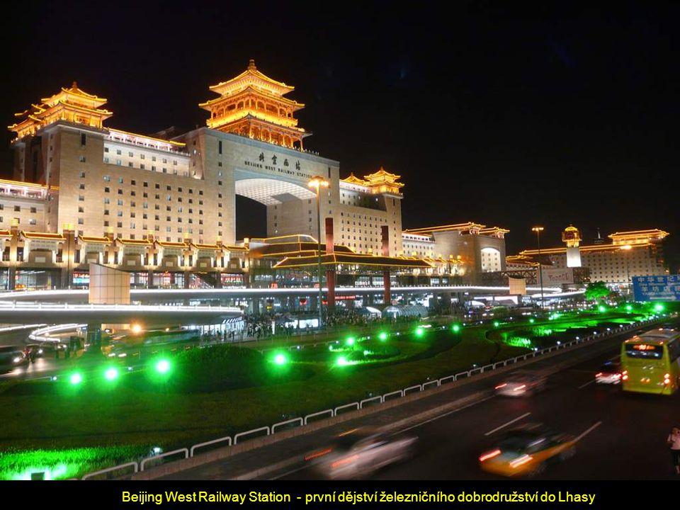 Beijing West Railway Station - první dějství železničního dobrodružství do Lhasy