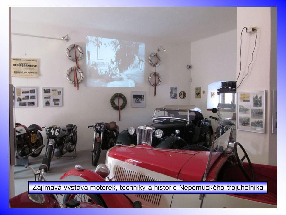 Zajímavá výstava motorek, techniky a historie Nepomuckého trojúhelníka