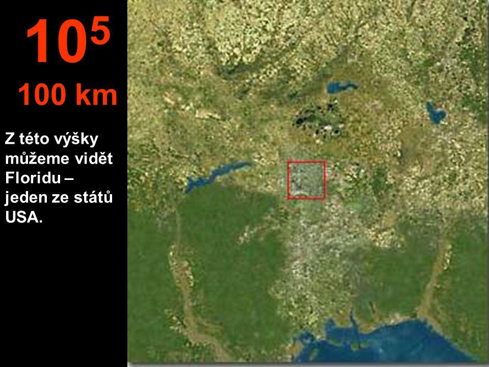 Město vidíme, ale domy už nejsou k rozeznání. 10 4 10 km
