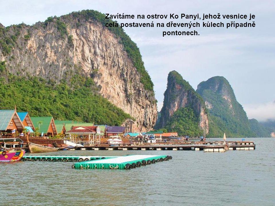 Zavítáme na ostrov Ko Panyi, jehož vesnice je celá postavená na dřevených kůlech případně pontonech.