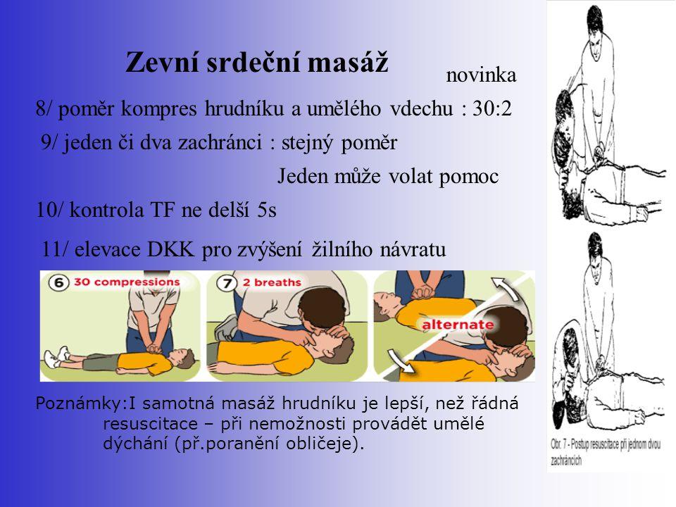 Zevní srdeční masáž 9/ jeden či dva zachránci : stejný poměr Jeden může volat pomoc 10/ kontrola TF ne delší 5s 11/ elevace DKK pro zvýšení žilního ná