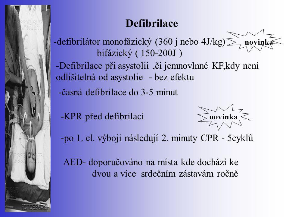 Defibrilace -KPR před defibrilací novinka -defibrilátor monofázický (360 j nebo 4J/kg) novinka bifázický ( 150-200J ) -Defibrilace při asystolii,či je