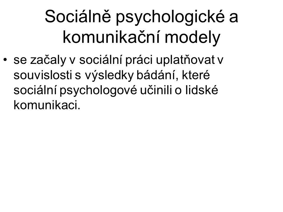 •se začaly v sociální práci uplatňovat v souvislosti s výsledky bádání, které sociální psychologové učinili o lidské komunikaci.