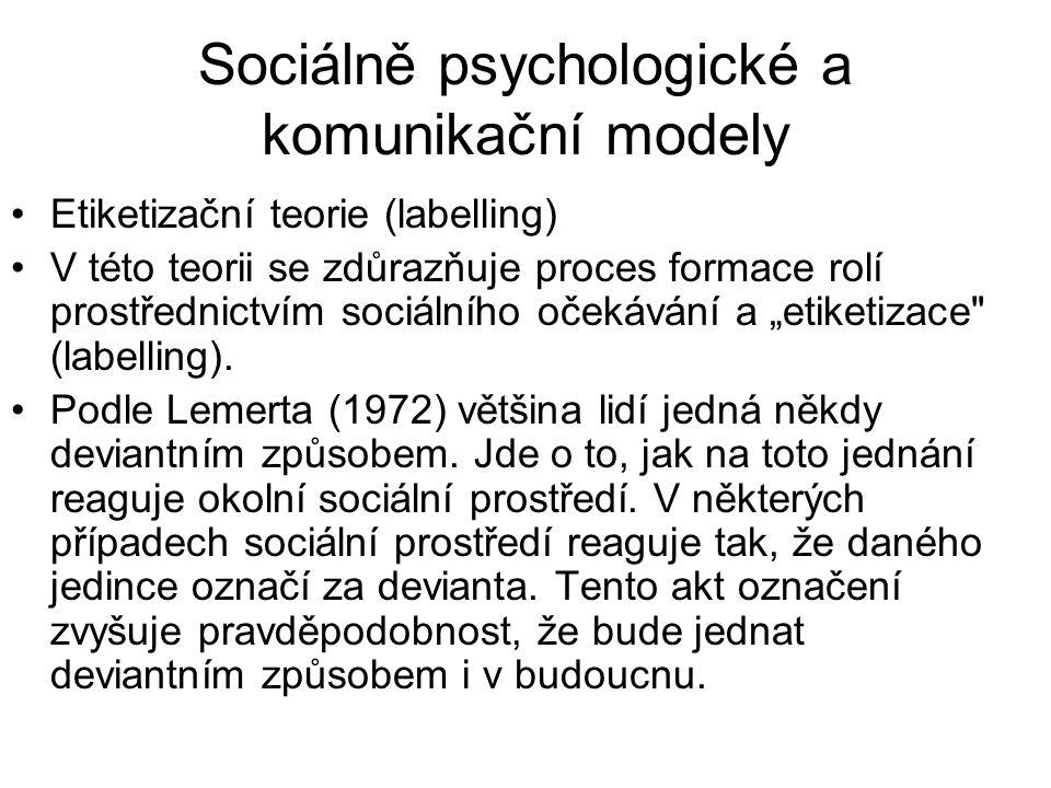 Sociálně psychologické a komunikační modely •Etiketizační teorie (labelling) •V této teorii se zdůrazňuje proces formace rolí prostřednictvím sociální