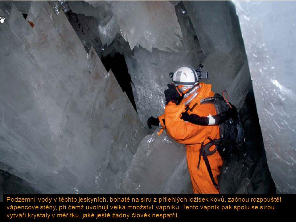 Podzemní vody v těchto jeskyních, bohaté na síru z přilehlých ložisek kovů, začnou rozpouštět vápencové stěny, při čemž uvolňují velká množství vápník