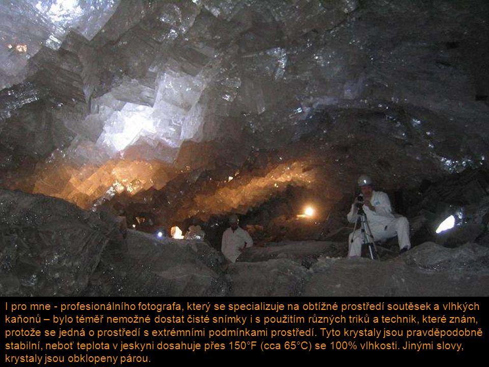 Podzemní vody v těchto jeskyních, bohaté na síru z přilehlých ložisek kovů, začnou rozpouštět vápencové stěny, při čemž uvolňují velká množství vápníku.