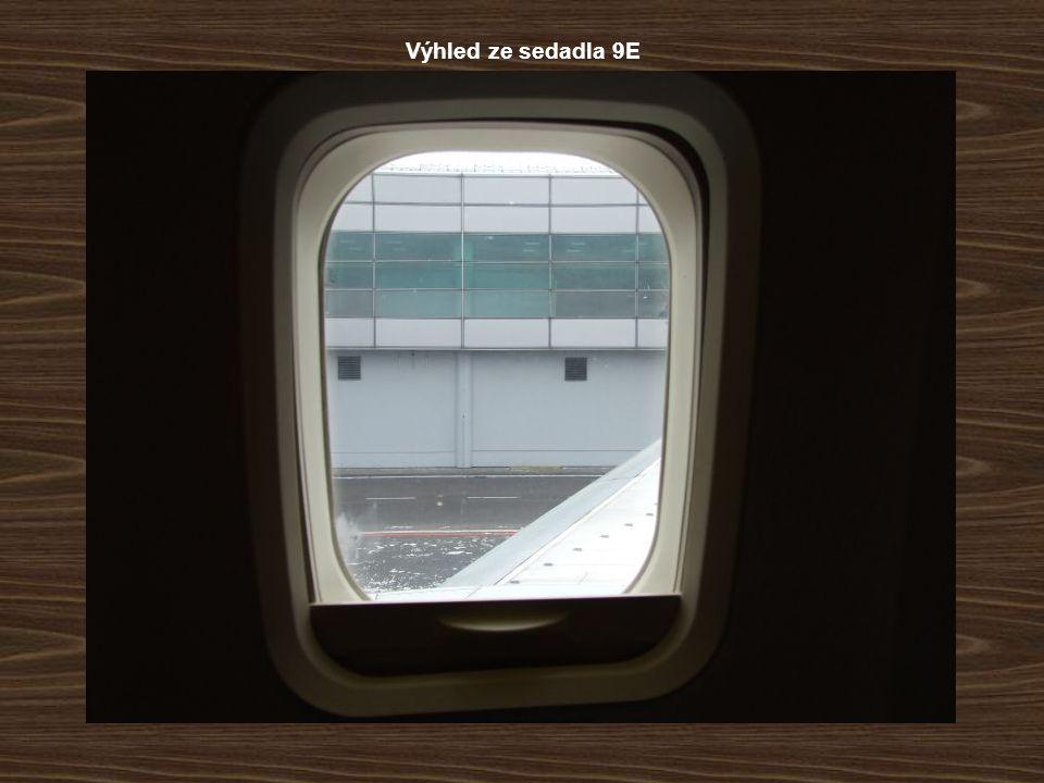 Výhled ze sedadla 9E