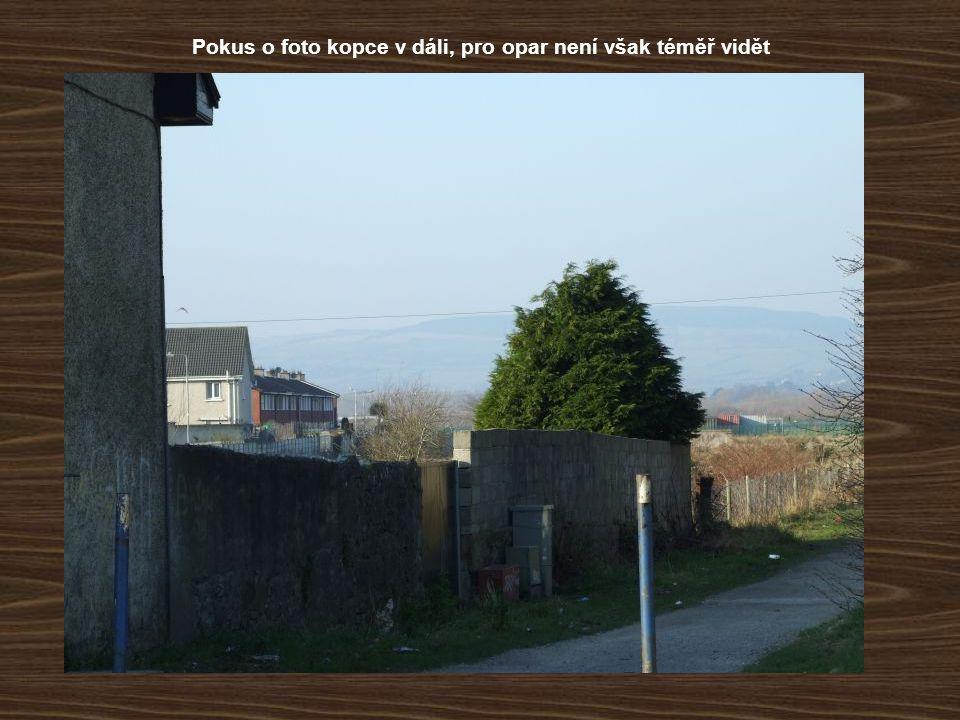 Pokus o foto kopce v dáli, pro opar není však téměř vidět