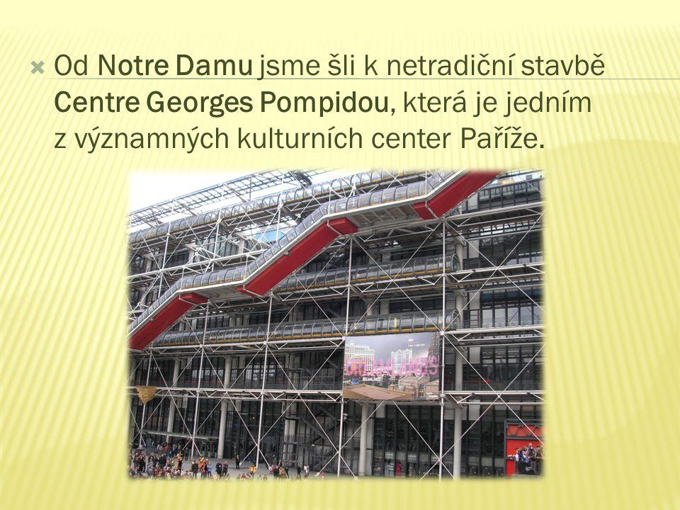  Od Notre Damu jsme šli k netradiční stavbě Centre Georges Pompidou, která je jedním z významných kulturních center Paříže.