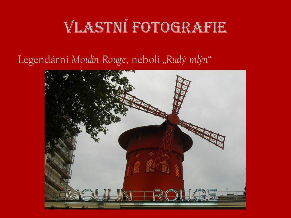 """Vlastní fotografie Legendární Moulin Rouge, neboli """" Rudý mlýn """""""