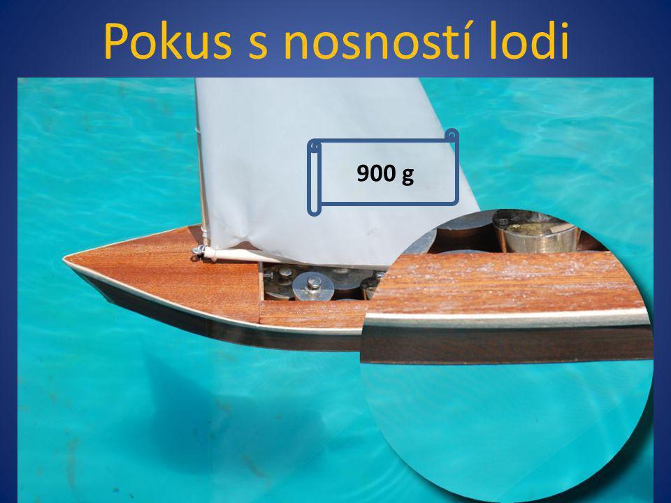 Pokus s nosností lodi 400 g 800 g 900 g