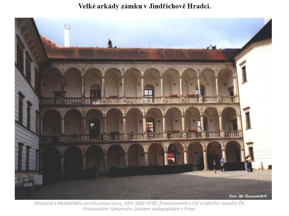 Velké arkády zámku v Jindřichově Hradci.