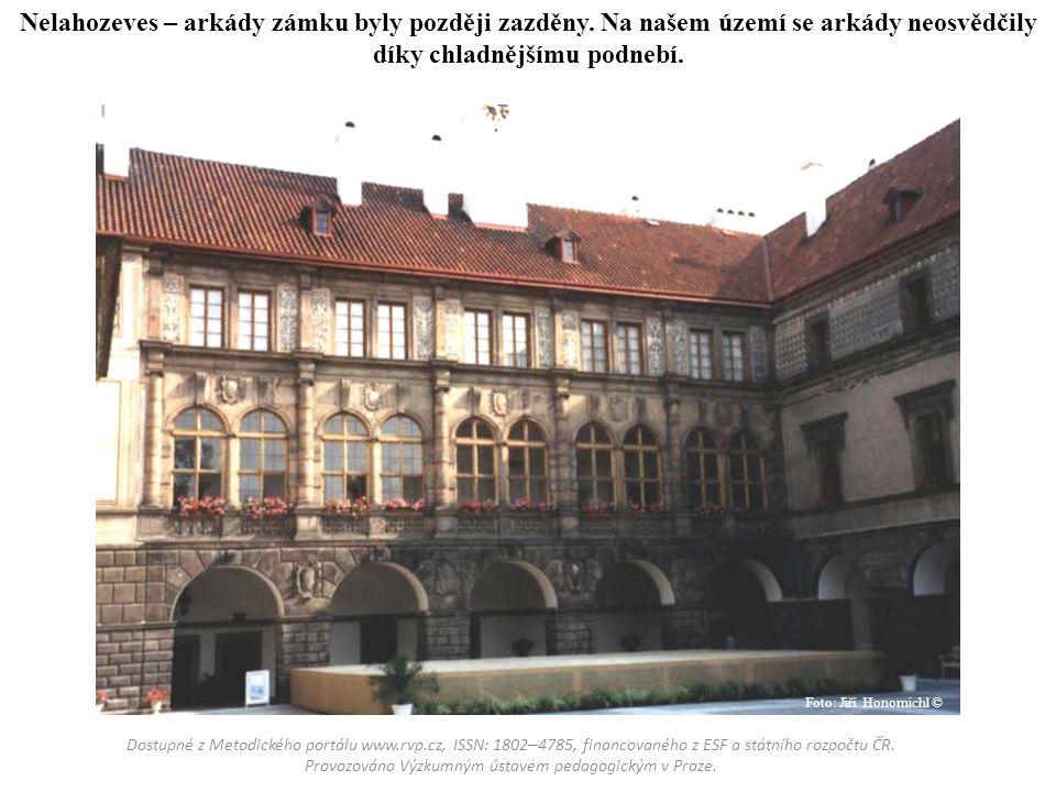 Nelahozeves – arkády zámku byly později zazděny. Na našem území se arkády neosvědčily díky chladnějšímu podnebí. Dostupné z Metodického portálu www.rv