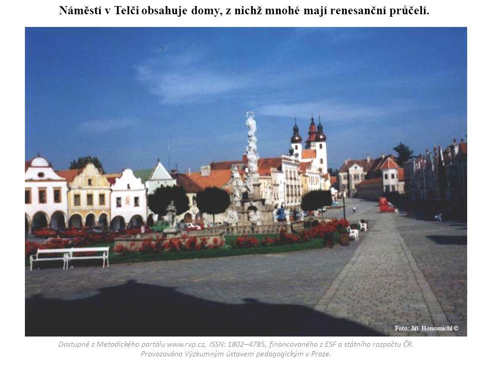 Náměstí v Telči obsahuje domy, z nichž mnohé mají renesanční průčelí. Dostupné z Metodického portálu www.rvp.cz, ISSN: 1802 – 4785, financovaného z ES