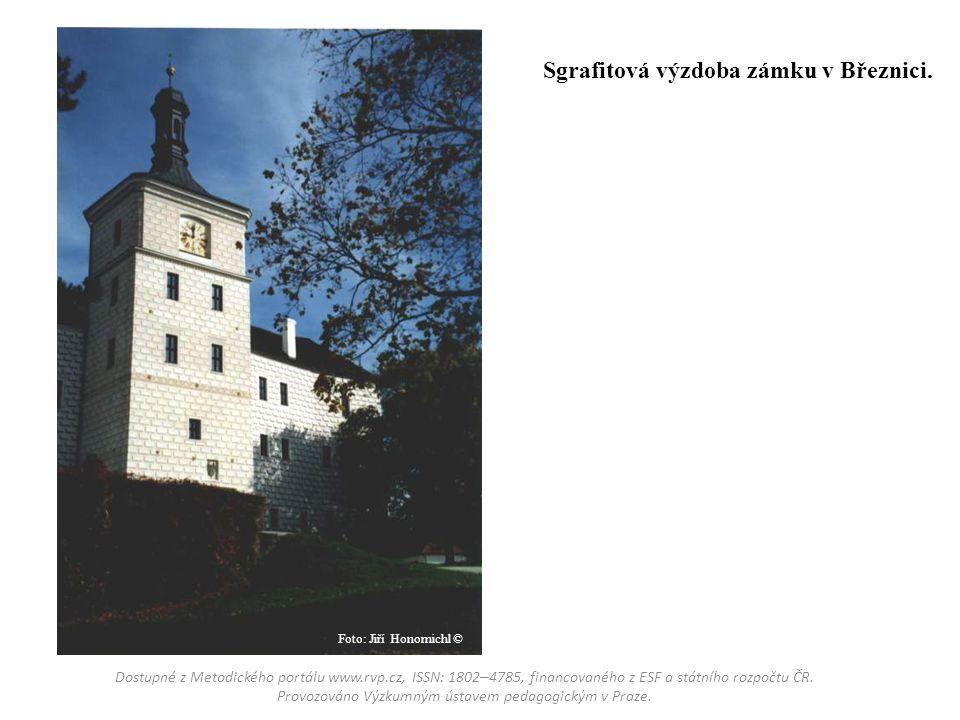 Původně gotické domy v Prachaticích mají renesanční omítku.