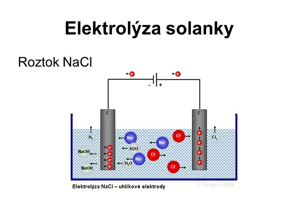 Elektrolýza solanky Katoda Na katodě přijmou kationty sodíku (Na + ) jeden elektron.